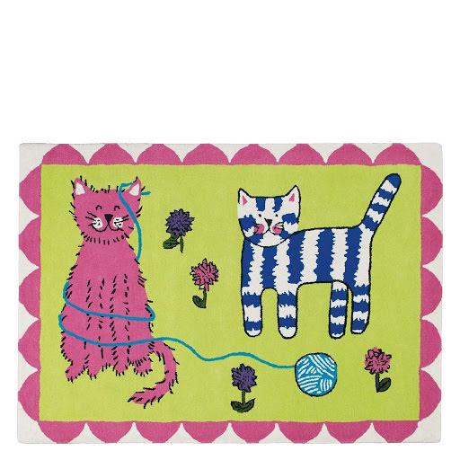 Cats play barnmatta
