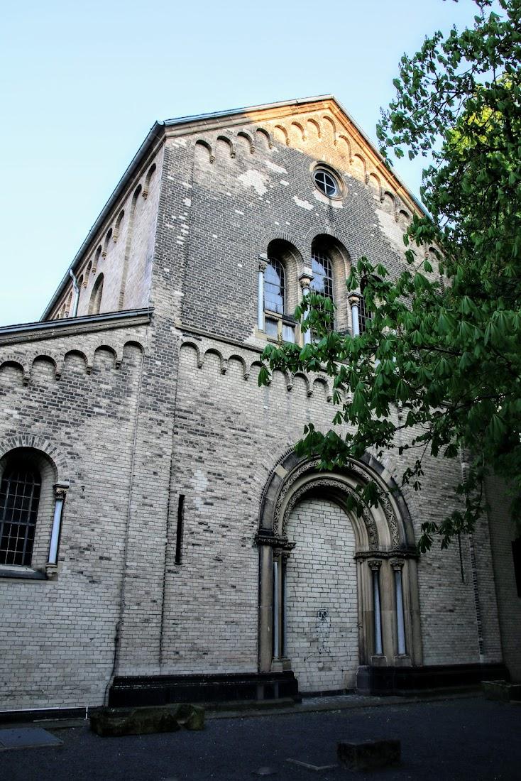 Достопримечательности Кёльна: церкви, башни, крепостные стены.