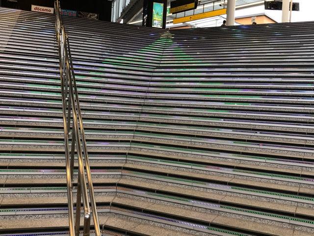 駅階段のイルミネーション