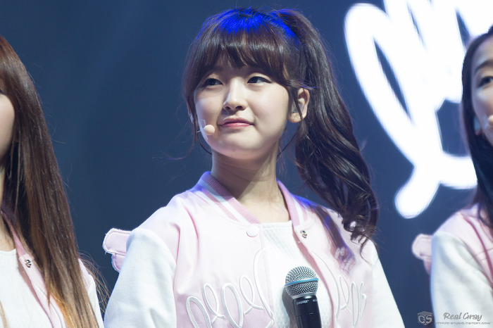 150420-Oh-My-Girl-Arin-Debut-Showcase-oh-my-girl-38408137-700-466
