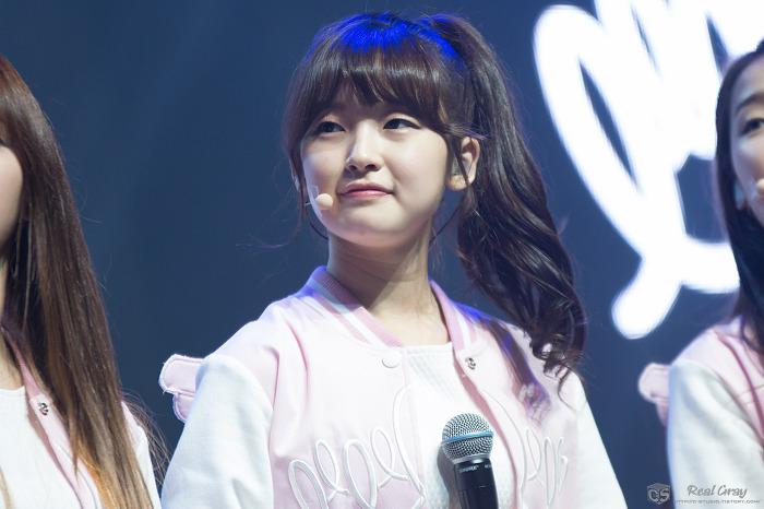 150420-Oh-My-Girl-Arin-Debut-Showcase-oh-my-girl-38408137-700-466