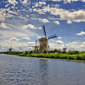 Painting of Netherland by Hernan Halim - Landscapes Travel ( kinderdijk, holland, wind mills, travel )