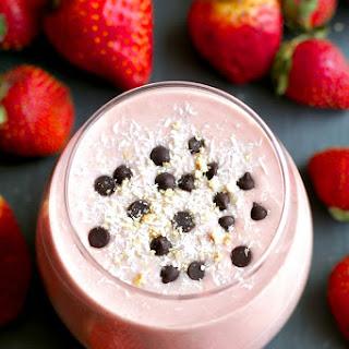 Strawberry Shortcake Overnight Oatmeal Smoothie