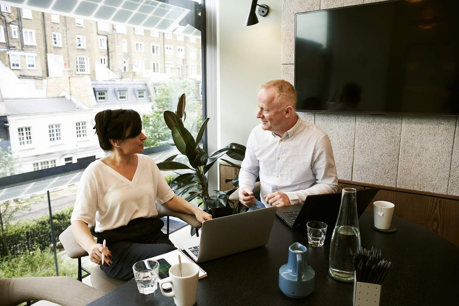man-and-woman-discussing-and-sharing-ideas-running a home business