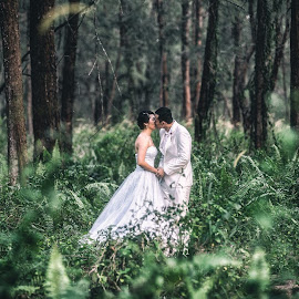 Today Photo... a sneak preview of Andy & Winnie Pre-wedding. Love this location!!! by Lim Wei De - Wedding Bride & Groom