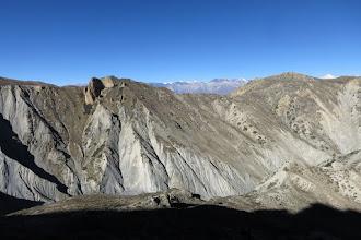 Photo: Dans la montée au-dessus du Madhi camp