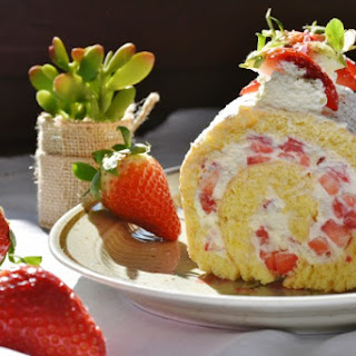 Strawberry Cake Roll