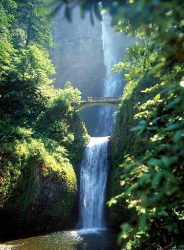 Multnomah-Falls.jpg - See stunning Multnomah Falls at Oregon's Columbia River Gorge during a Queen of the West cruise.