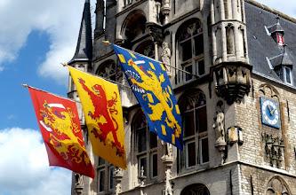 Photo: Farbige Banner - passend zum gotischen Bau.