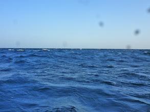 Photo: 時折、3mぐらいの波が船を襲ってきます!「キャー!」