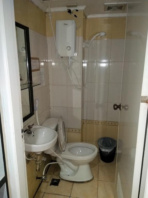 トイレ兼シャワー