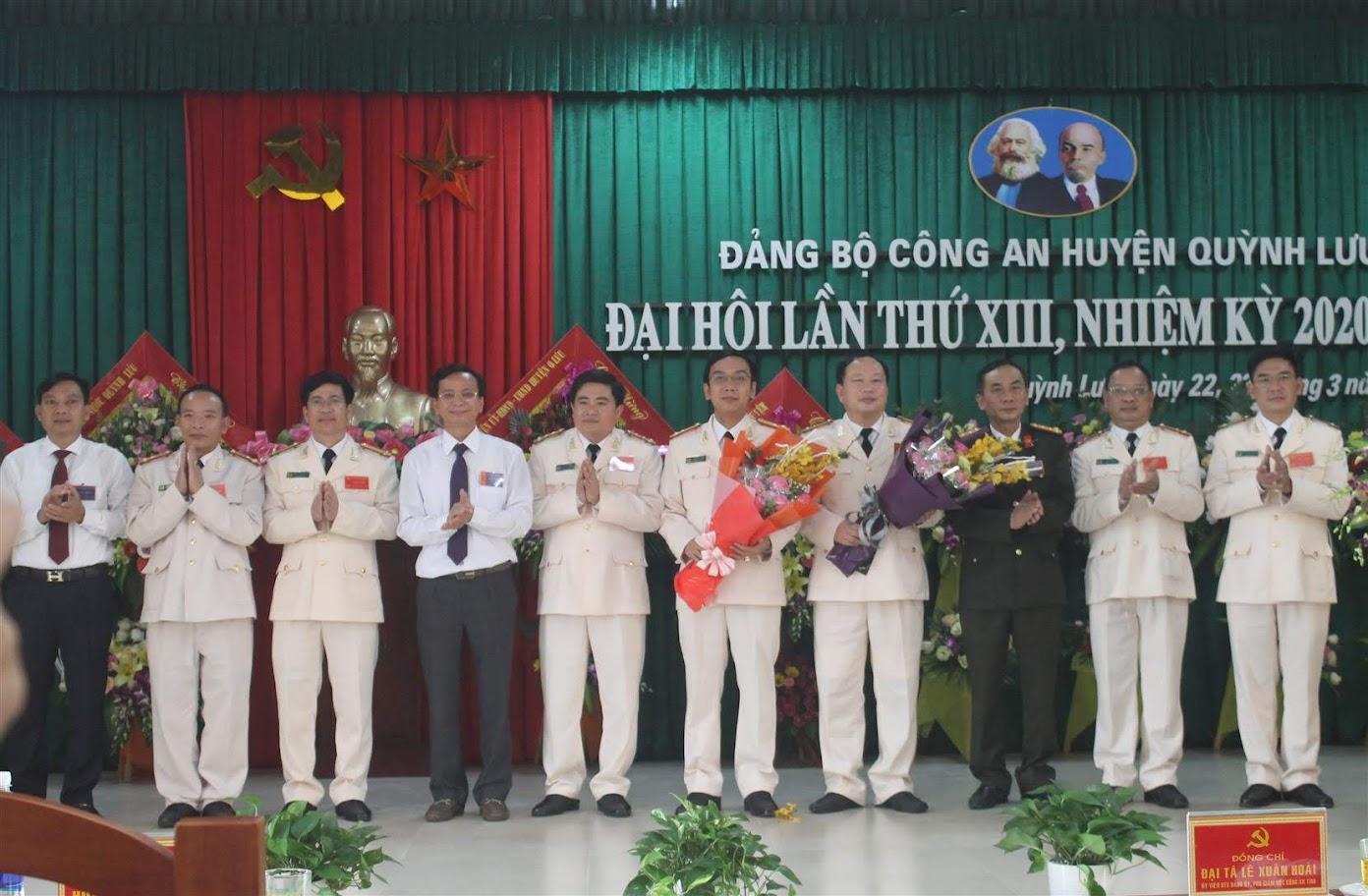 Lãnh đạo Công an tỉnh và huyện Quỳnh Lưu chúc mừng BCH Đảng bộ CA huyện nhiệm kỳ 2020 - 2025