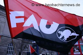 Photo: Auch die anarchistische Gewerkschaft FAU war am Start.