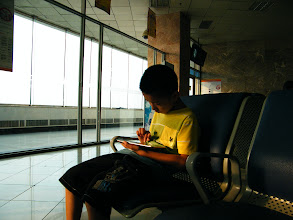 Photo: journey hometown in summer 2013 shakes doubts and plows hope: so exciting be seated in waiting lounge of Harbin airport, in view of leaving and landing jets. here warrenzh played video games on his fonepad to kill time.