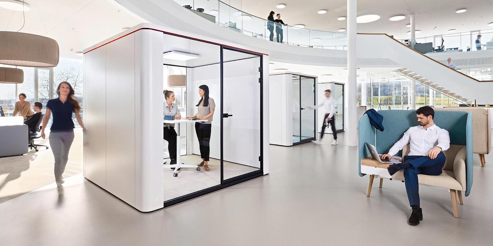 Immagine che contiene pavimento, interni, stanza  Descrizione generata automaticamente