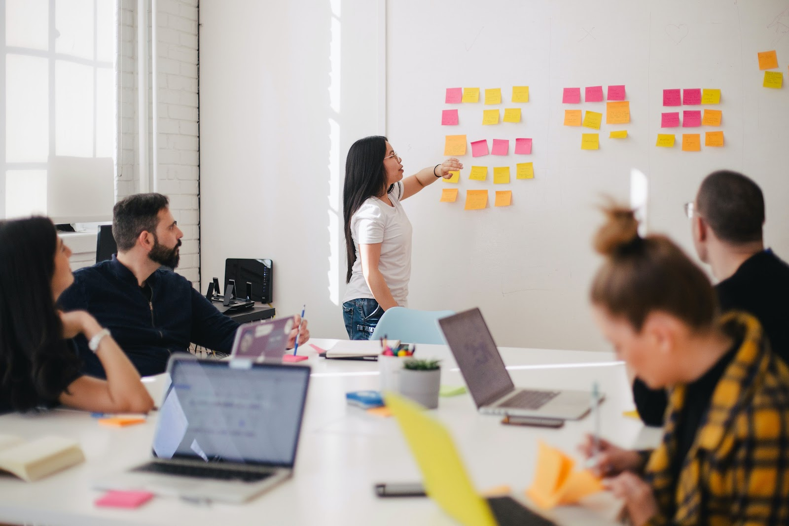 how to retain the best employees image