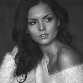 Andi by Attila Kropf - People Portraits of Women ( glamour, natural light, black and white, woman, beauty, portrait,  )