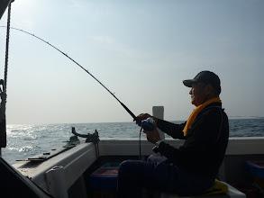 """Photo: 今日は「夜釣り」です! """"アダチさん""""1投目からフィーッシュ!"""