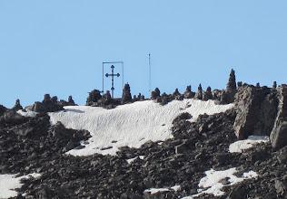 Photo: Risti Aragatsilla (näitä oli Armeniassa paljon, lähes kaikkien luostareiden yhteydessä jossain läheisessä kallioseinämässä)