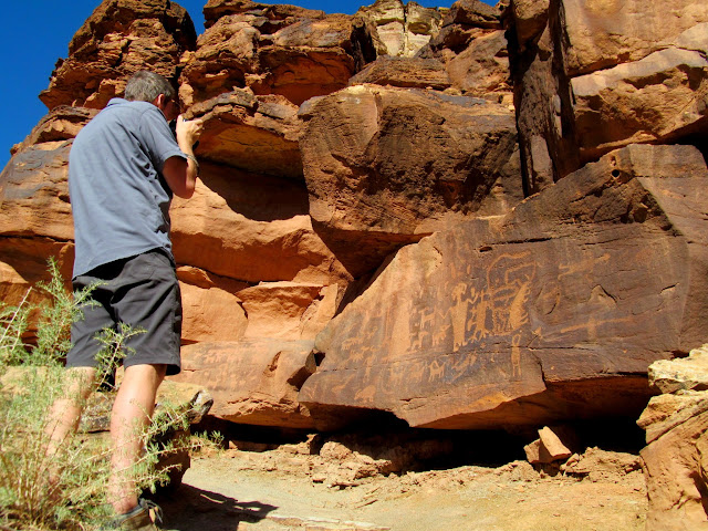 Capturing petroglyphs at Daddy Canyon