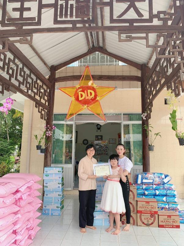 Chị Lê Quỳnh Trang - chủ Tiệm Vàng Hoàng Phát phát tâm từ thiện, tích cực tham gia vào các hoạt động có ích cho cộng đồng - Ảnh 2