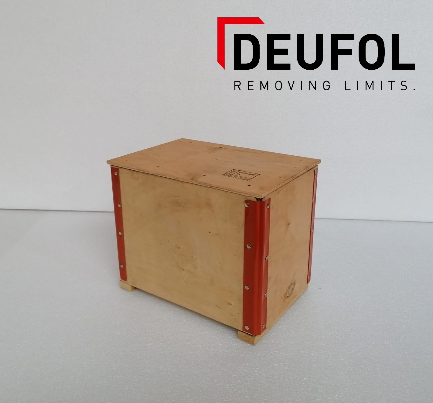 Wooden transport box with lid 37x25x30 cm