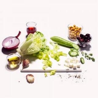 Mediterranean Crispy Chickpea Salad