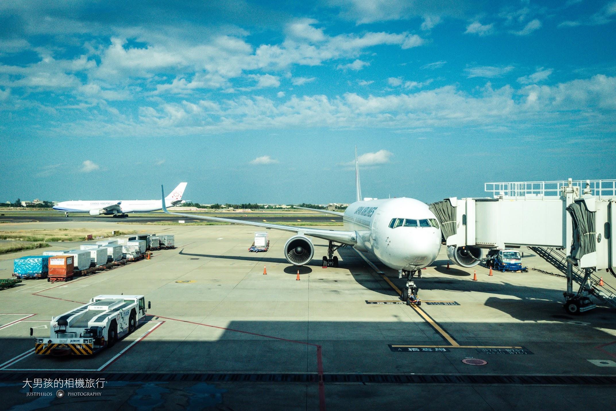 日本在台灣的航廈是在第二航廈,B767客機雖然是寬體客機,但從外頭看還是十分修長。