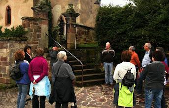 Photo: An der St.Willibrord-Kapelle in Siersdorf werden wir vom Küster begrüßt