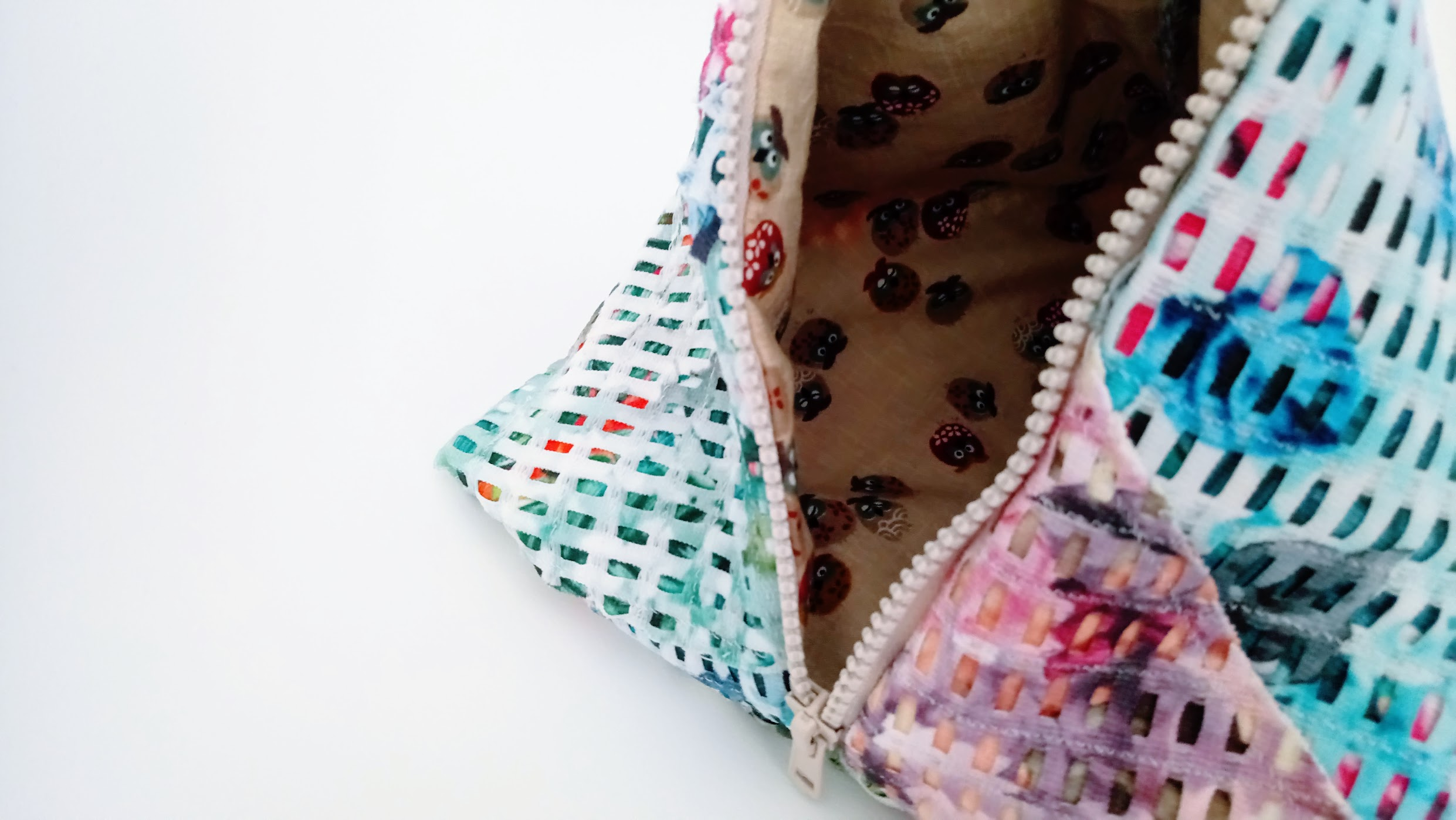 Fabric Collage Tetrahedron Bag - DIY Fashion project | fafafoom.com