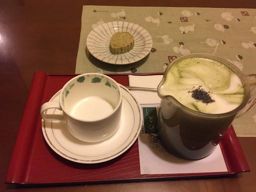 抹茶跟很棒 主餐就普通 下次去就會點滿滿抹茶不會點主餐了 除非是抹茶火鍋 想嘗試^_^