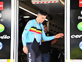 Evenepoel en Van Aert ingecheckt in hotel en trainen op parcours WK tijdrijden, Van Aert doet dat achter motor