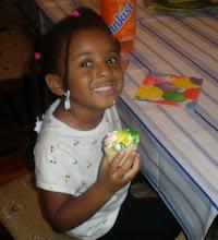 Photo: Kaleya & her cupcake pose.