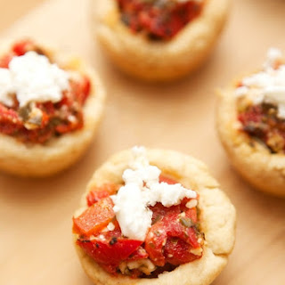 Roasted Red Pepper Pesto & Feta Appetizers #bringtheheat #mezzetta.