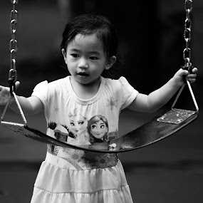 I want to play!!!  by Loh Jiann - Babies & Children Children Candids ( b&w, play, children, candid, swing,  )