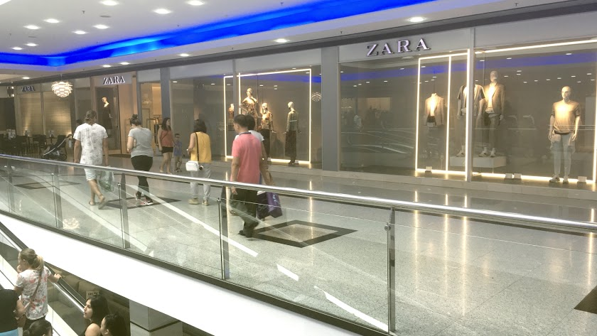 Las empleadas trabajaban en la tienda de Zara del Centro Comercial Mediterráneo.