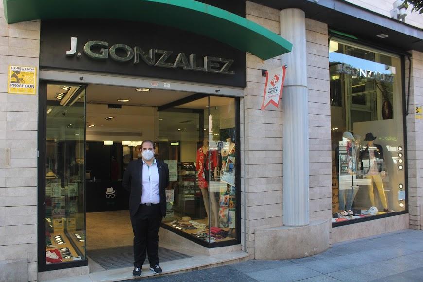 Los comercios vuelven a abrir sus puertas en Almería.