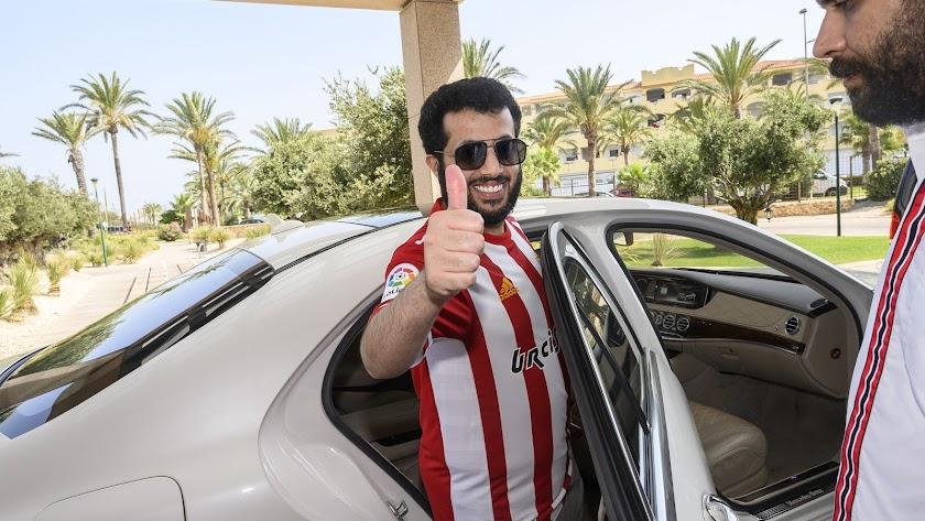 Turki Al-Sheikh, el día 3 de agosto, saliendo del Hotel Golf Almerimar.