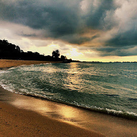 Morning at the beach by Janette Ho - Instagram & Mobile iPhone