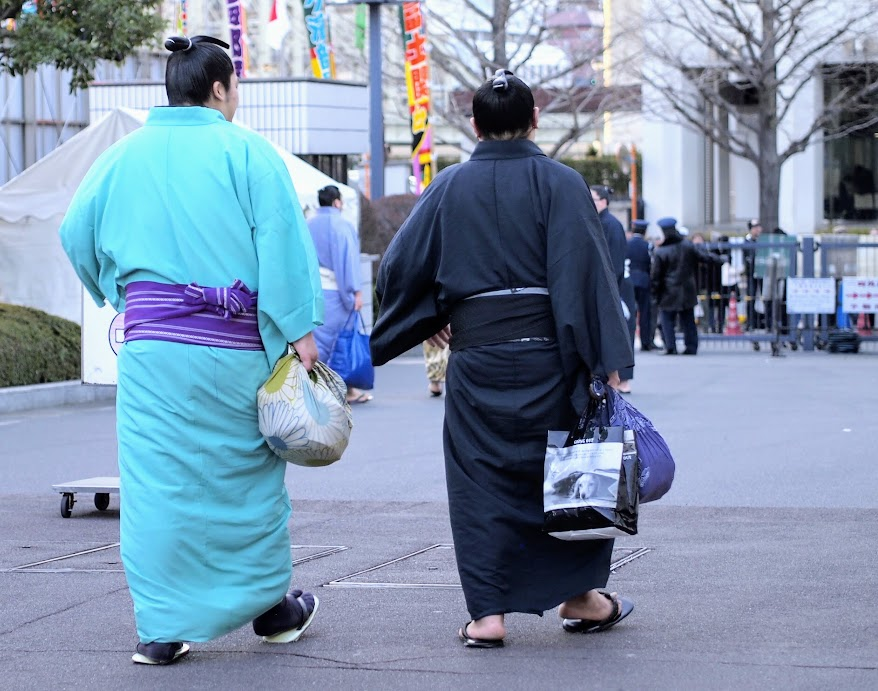 2 sumo wrestlers leaving the stadium