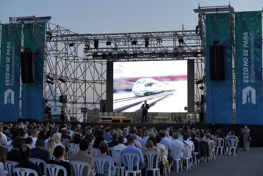 Aspecto del Muelle de Levante durante la celebración del acto.