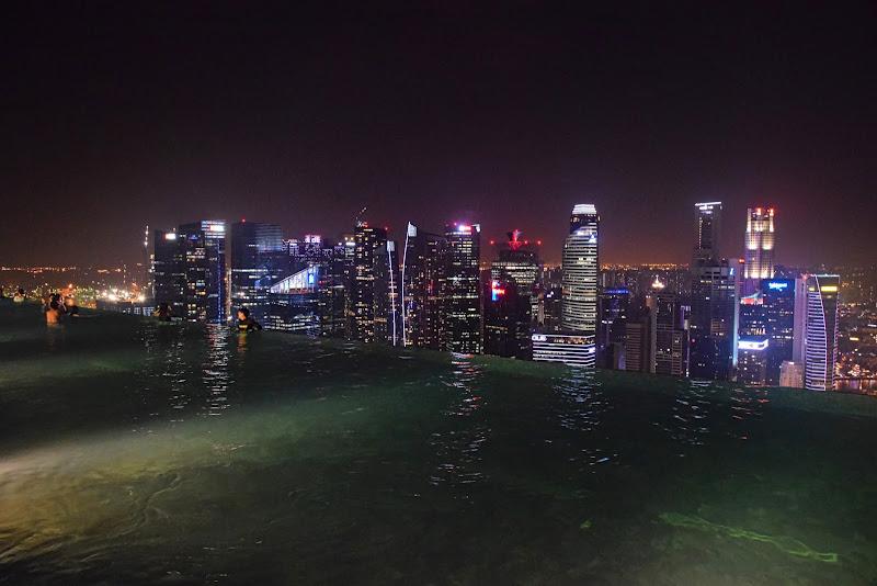 Singapore...skyline con piscina al 52° piano di stelli