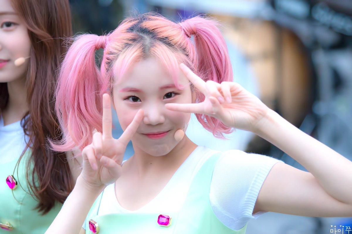 female-idols-with-pigtails-momoland-jooe2