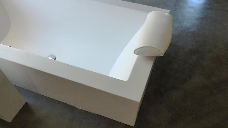 Sol réalisé en béton ciré apporte design et originalité à votre salle de bain