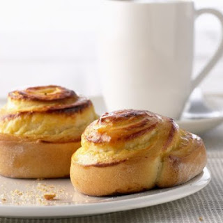 Swirled Buns with Soft Cheese.