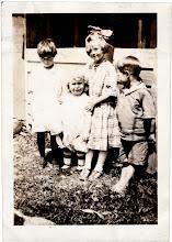 Photo: Tom Brandvold Album TBB172 / Children in center are Evelyn and Winston Hansen; others unidentified