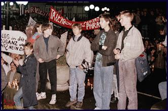 Photo: 23.Oktober 1989 in #Schwerin / Schloßstraße #Montagsdemo Wer erkennt sich wieder? Fotogalerie von Menschen und Leuten: goo.gl/B1OsX8