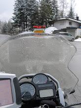 Photo: Seefeld. Schneematsch. Die Frisur sitzt.