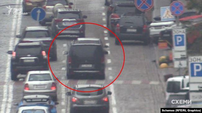 …і рухався в напрямку вулиці Володимирської, де і розташоване головне управління СБУ