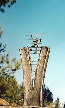 Photo: OPTIMISTENSKULPTUR /IN Kleinskulptur, 35cm, ohne Sockel, 1800,00 Euro, Sockel Aufpreis Himmelsstürmer, Schmiede Skulptur, Sky Climber, Gipfelstürmer, Metallkunst, forging art, auch als Sonderanfertigug für Pokal oder individueller Trophäe Immer für eine Idee gut www.mo-metallkunst.de contact> webmaster@mo-metallkunst.de AGB> https://docs.google.com/document/d/17GKOkafRzvV1hyZDyt2GcW8ODg3Eg7te2Mn3dobKJak/edit